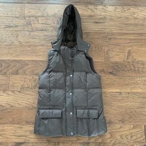 GAP Maternity Puffer Vest - Size Small